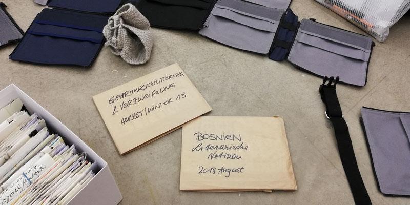 Austausch von Materialien beim ersten Workshop, Foto: Reinhold Bidner