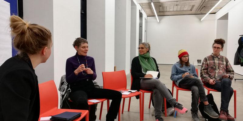erster Workshop, v.l.n.r. Lilian Wieser, Ute Neuber, Manora Auersberg und Sohn, Julia Herzog, Foto: Reinhold Bidner