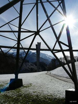9720 sunnibergbrücke hinter strommast