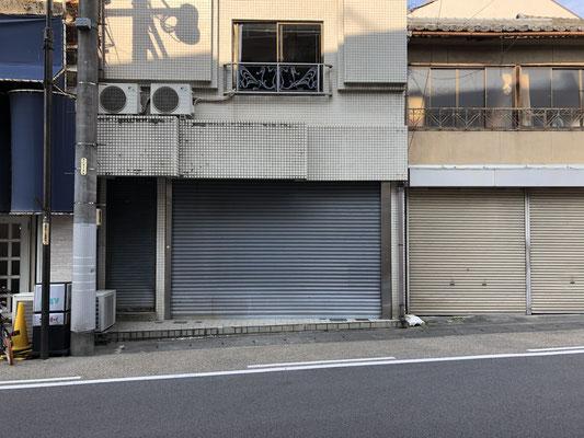 真向いにある空き店舗