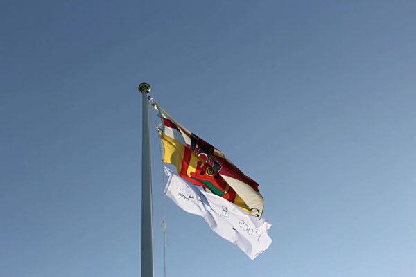 Von oben nach unten: Banner der KjG, Stadt Gevelsberg, Siegerteam.