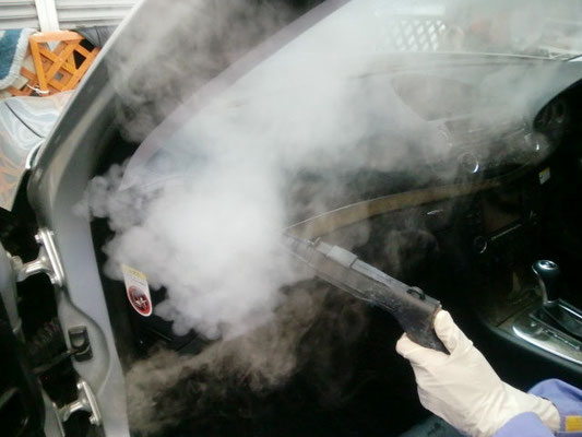 エアコンも高温スチームを使用し洗浄