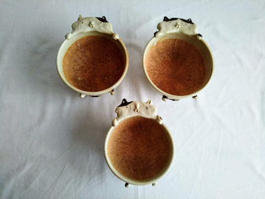 ㋧KRD-4 すり鉢(ネコ・大)φ12.0cm / 高さ8.0cm 3850円・㋧KRD-5 すり鉢(ネコ・小)φ11.0cm / 高さ7.0cm 3300円