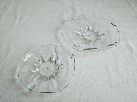(左下)変形皿 φ12.0-14.0cm 2090円 /(右上)変形皿 φ15.0-17.0cm 2750円
