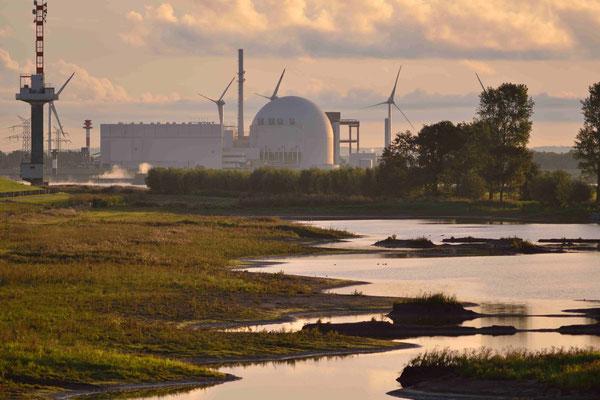 89 -  Windrad, Windkraftanlage, Windkraft, Windgenerator, Ökostrom,  AKW, Atomkraftwerk, Kernkraftwerk, Brokdorf, Elmarsch, Elbe