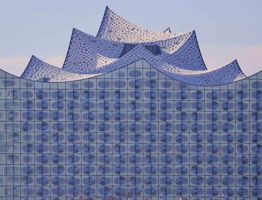 4 - Hamburg Totale der Elbphilharmonie kurz nach der Fertigstellung 2016.