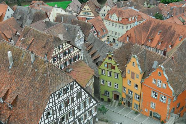 4- Schwäbisch Hall, Stadtansicht, von oben, Marktplatz, bunte Häuserfassaden, Blick von Michaelskirche