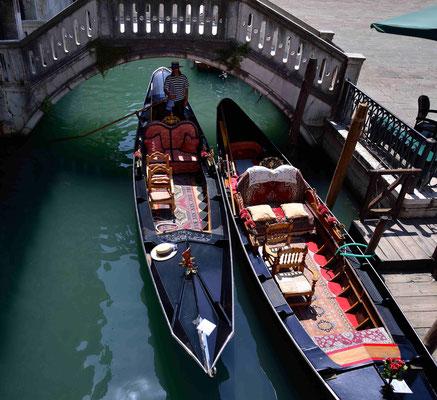 13 - Venedig Gondelverkehr auf den Kanälen
