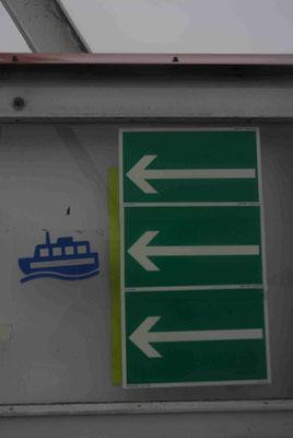 120- Hinweisschilder Pfeile, Weg zu den Schiffen