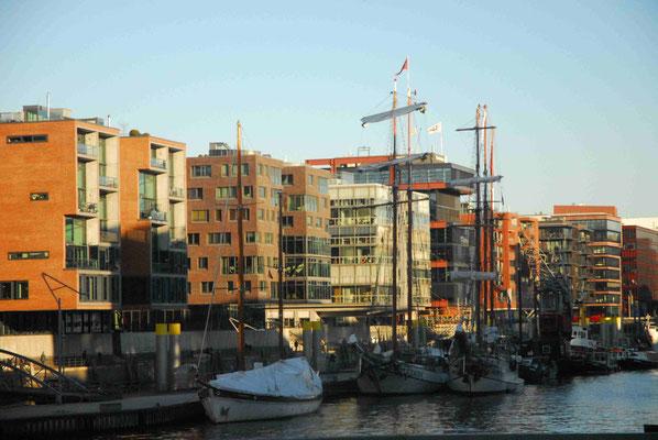 24 - Korsika Bastia die Gegend am Hafen.