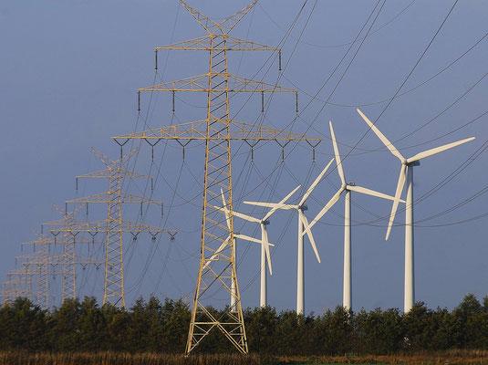 4- Windrad, Windkraftanlage, Windpark, Windkraft, Windgenerator, Niedersachsen, Strommasten, Bützfleth , Ökostrom