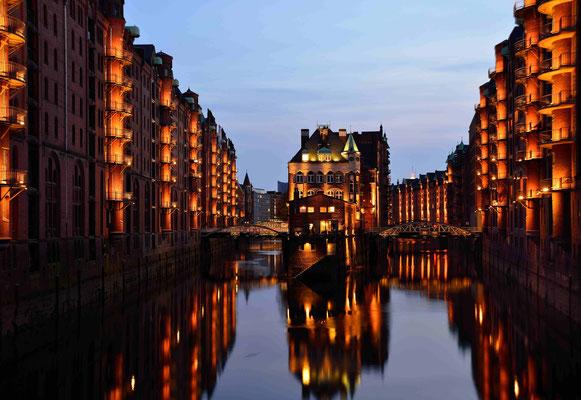 12 - Hamburg Speicherstadt am frühen Abend.
