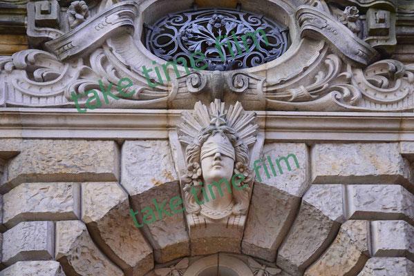 11 - Stader Gerichtsgebäude Eingangsportal mit Justitia.