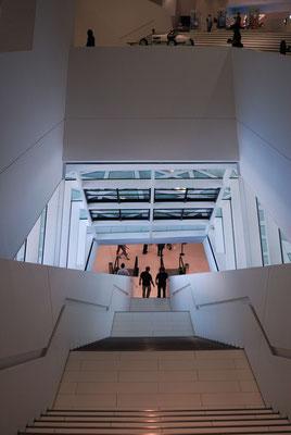 16- Das Porschemuseum in Stuttgart, moderne Architektur.