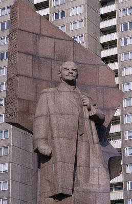 "2- Berlin, altes Lenindenkmal, vor dem Dreh ""Good bye, Lenin""."