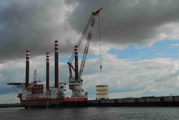 119 - Errichtung einer neuer Windkraftanlage bei Cuxhaven in Offshore -  Methode.