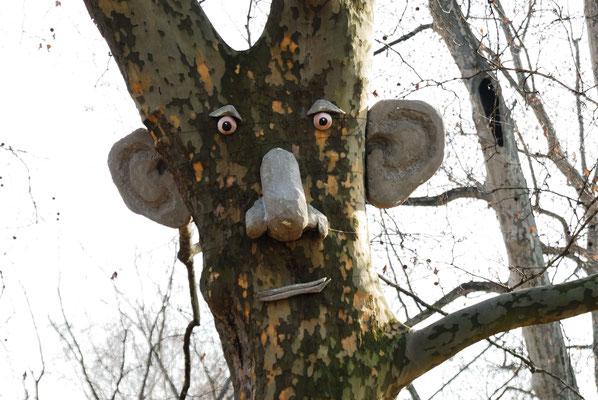7- Baum mit face, Stuttgart 21