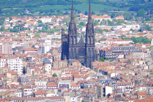 15 - Frankreich - Clermont-Ferrand ist die Hauptstadt des französischen Départements Puy-de-Dôme in der Region Auvergne-Rhône-Alpes.