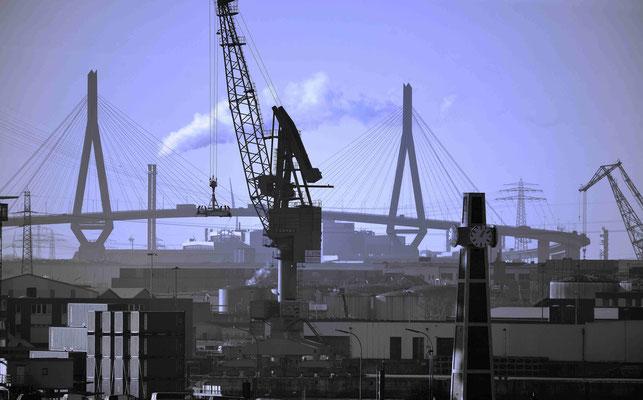 62 - Hamburger Hafen mit Kränen.