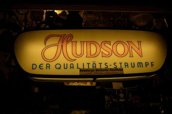 48- Hamburg in Altona, Ottensen - das Kleinste Kaufhaus der Welt.