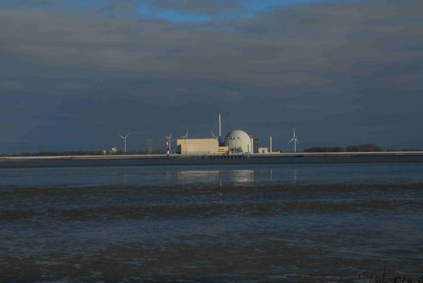 42- Windrad, Windkraftanlage, Windkraft, Windgenerator, Ökostrom,  Windpark Oederquart, Dämmerung, AKW, Atomkraftwerk, Kernkraftwerk,