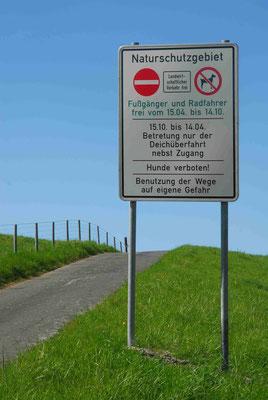 68- Verbotsschild, Deich betreten verboten