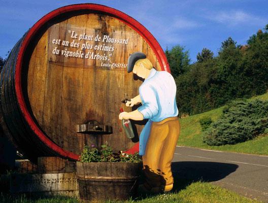 15 - Begrüßung in einem Dorf des französischen Jura, hier wird der Ploussard zelebriert und kreiert