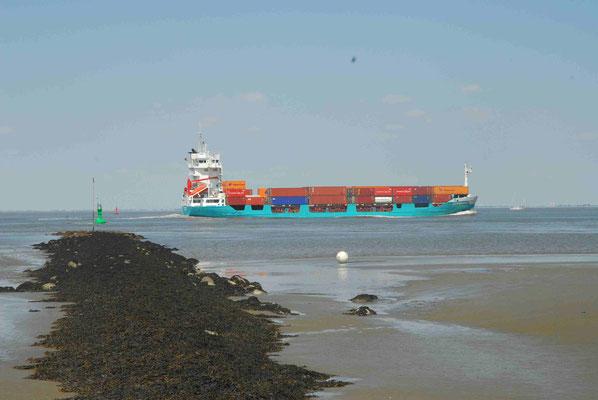 51- Schiffe auf der Elbe
