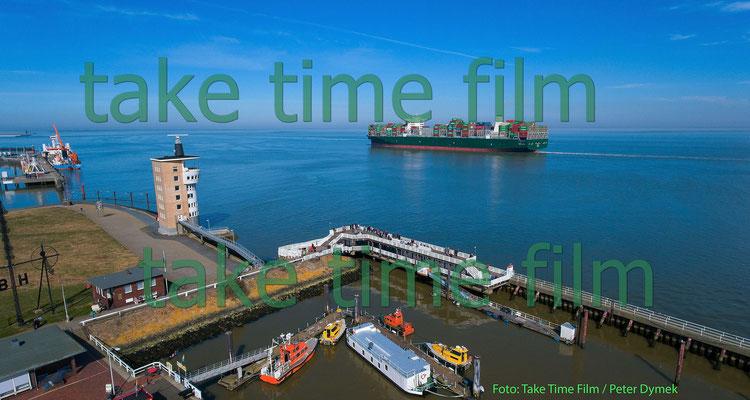 1 - Cuxhaven - Der Hafen aus der Luft.