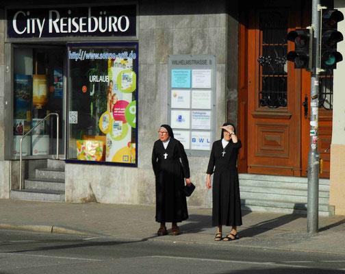 77 - Nonnen in Tübingen