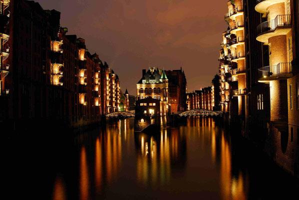 1- Hamburg, Nacht, Nachtaufnahme, Speicherstadt.