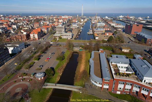 26 - Cuxhaven von oben - der Blick Richtung Elbe