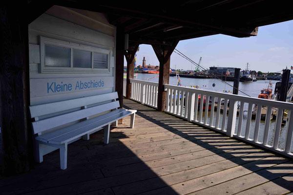 49- Bank in Cuxhaven, Kleine Abschiede an der Alten Liebe