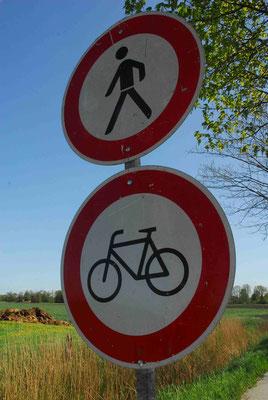 72- STrassenschild, Verbot, Fahrräder, Fahrrad, Fussgänger