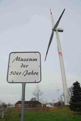 113- Museum der 50er Jahre, Schild, Windrad, Bremerhaven