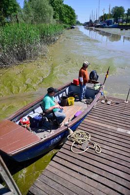 44 - Zwei Fischer im kleinen Fischerboot