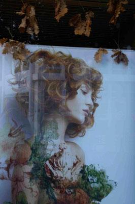 38- Schaufefenster-Art, Schaufenster mit Spiegelung, Paris
