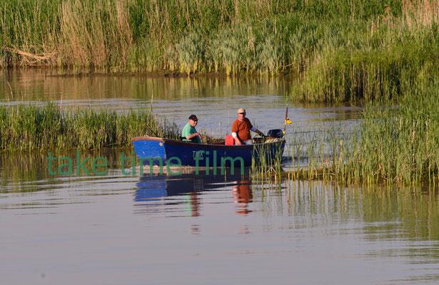 71 - EIn Boot mit zwei Fischern.