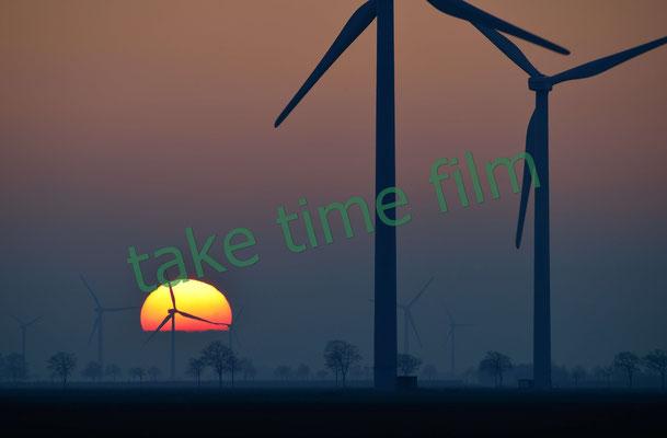 19 - Windräder in der Morgendämmerung