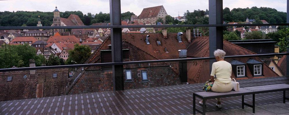 65  - Schwänisch Hall, Blick über den Kocher auf die Stadt vom Würth - Museum aus