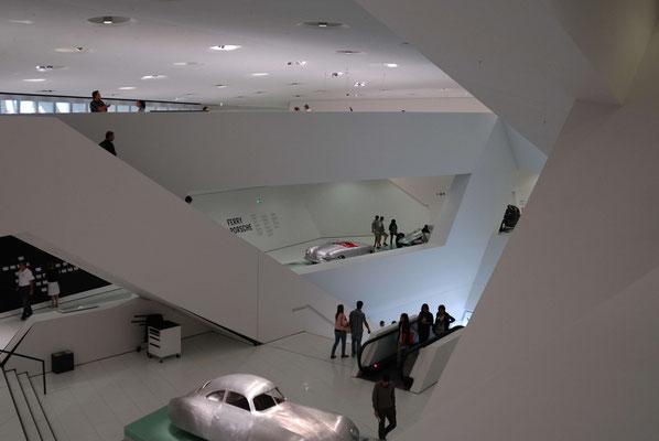 17- Das Porschemuseum in Stuttgart, moderne Architektur.