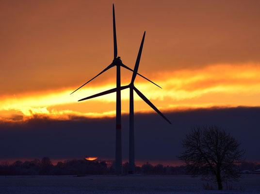29 - Windrad, Windkraftanlage, Windkraft, Windgenerator, Ökostrom,  Windpark Oederquart, Dämmerung, Sonnenaufgang, Sonnenuntergang