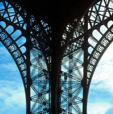 1 - Detailaufnahme vom Pariser Eiffelturm.