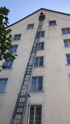 Unser Warenlift reicht bis in den fünften Stock und trägt 200 Kilo