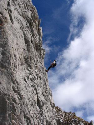 Zufrieden seilen wir nach 10 Seillängen toller Kletterei ab