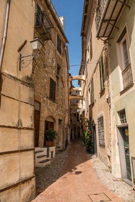 Torano ist ein typisches malerisches Städtchen mit schmalen Gassen und gemütlichen Ristorante und Pizzerias