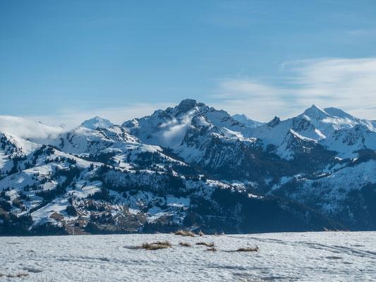 Welch eindrückliches Panorama: Doldenhorn, Spillgerte, Balmhorn, Altels, das kecke Chörbelihore und rechts abschliessend das Albristhorn