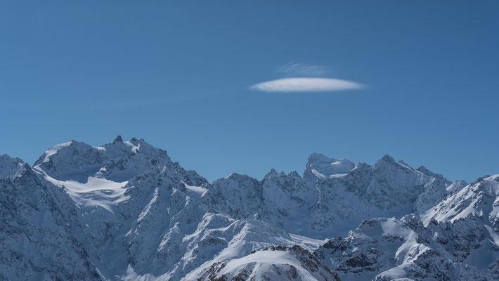Alpine Sache, der Montagne des Agneaux und die Barre des Ecrins, einziger Viertausender in der Gegend