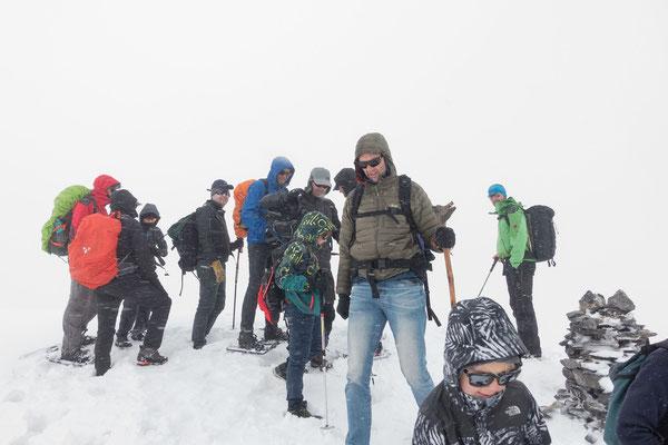 Nach knapp zwei Std. Aufstieg stehen wir beim Gipfelsteinmann nahe vom Roten Totz