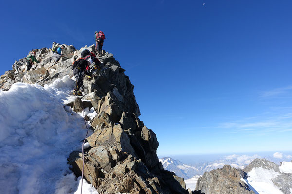 Am Blockgrat der la Spedla, Vorgipfel zum Bernina